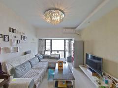 中海塞纳时光 急卖 看房约 方正俩房 满五诚心在卖二手房效果图