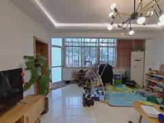 临江花园 4室2厅137.65m²普通装修二手房效果图