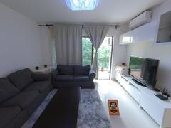 英郡年华花园一期二期 精装朝花园2房 客厅带阳台 位置安静二手房效果图