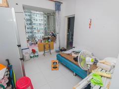 旭飞华达园一期 住家装修,户型方正,厅出大阳台,实房拍摄,请看图片二手房效果图