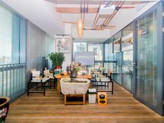 六和城 坪山写字楼,配有办公家私,有空调,双面采光业主好说租房效果图