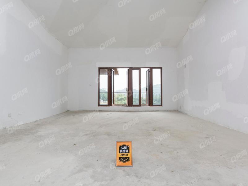 新名镌 3室2厅184.56m²毛坯