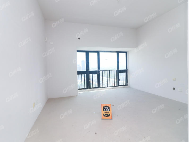 新地中央 新地花园1室1卫32平毛坯出售,钥匙在手看房方便。