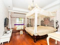 金地梅陇镇 正规三房客厅出阳台红五一,居家温馨舒适.诚心出售。二手房效果图
